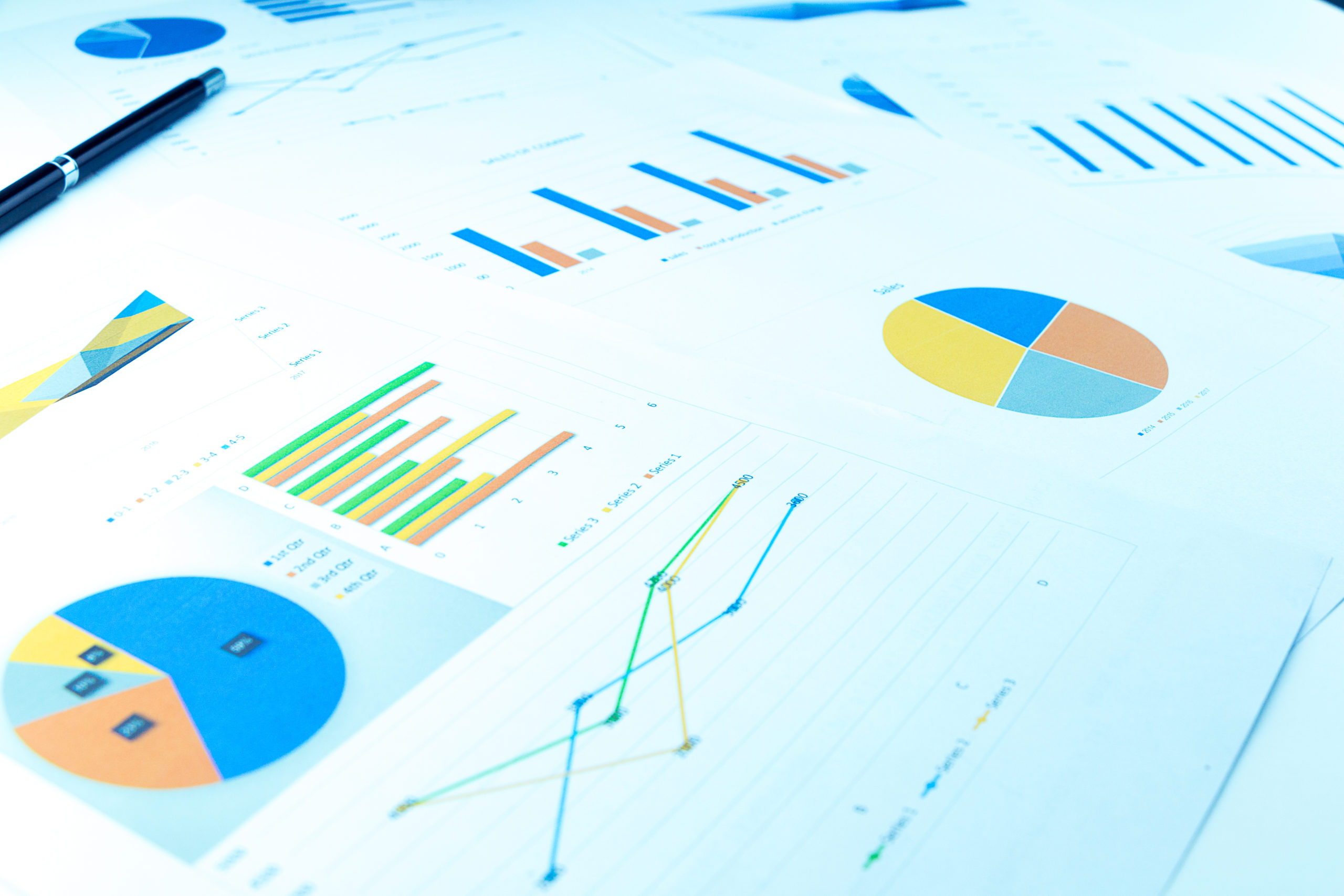Graphs and pie charts show on Xero cloud accounting software